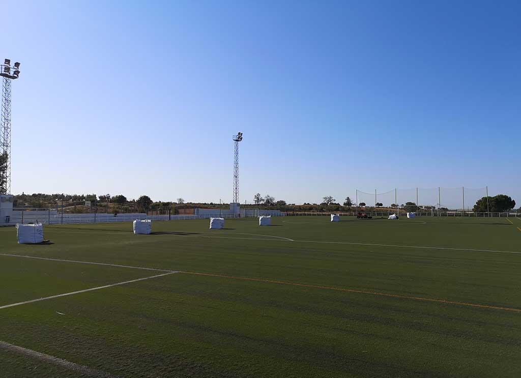construccion campo de futbol cesped artificial