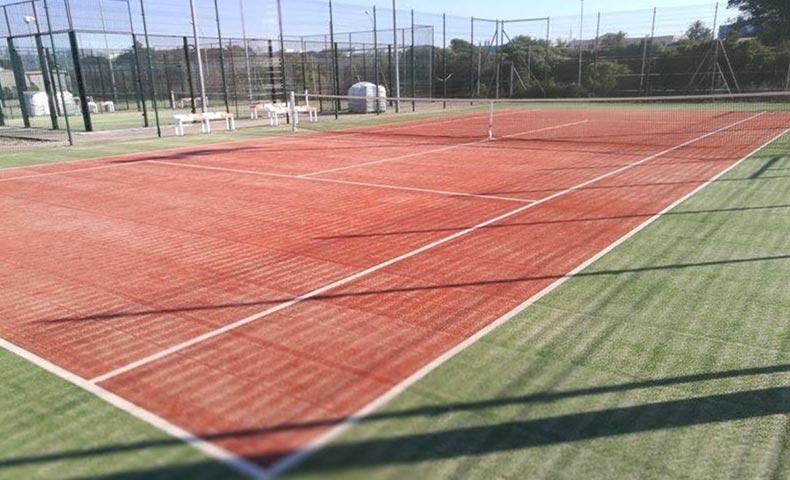 cesped artificial tenis