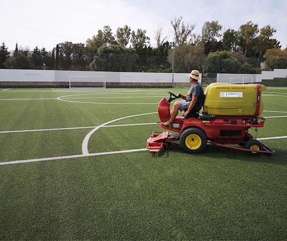 mantenimiento para cesped artificial de campos de fútbol